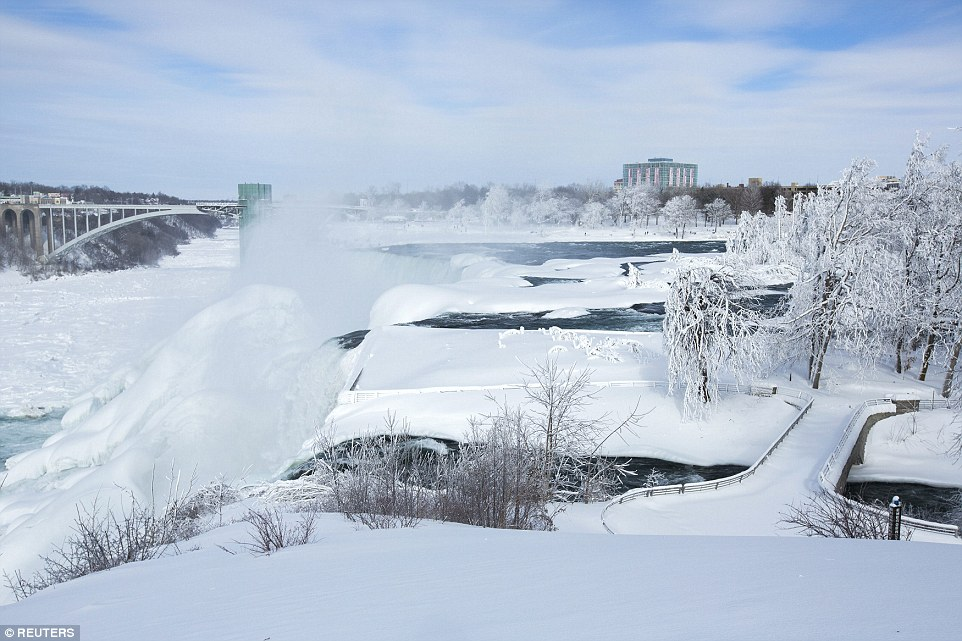 The waters of the Niagara Falls are again partially frozen.