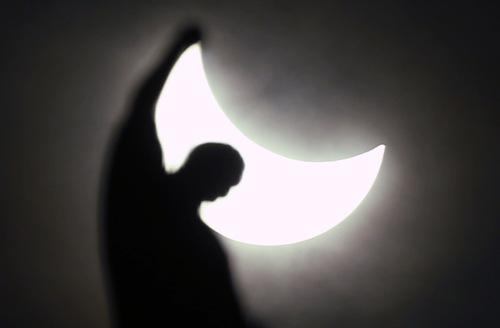 solar-eclipse-20150320-milano-italy