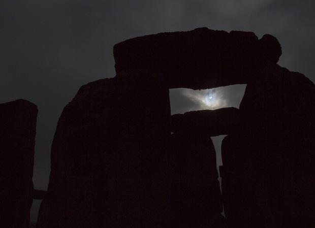 solar-eclipse-20150320-stonehandge